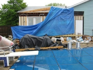 How Sunrooms America, INC destroyed my house - A tarp that was supposed to cover the area where the roof over the kitchen had been removed.