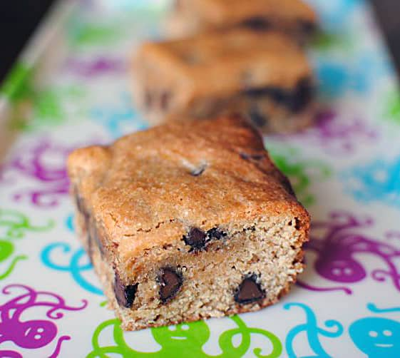Peanut Butter Chocolate Chip Cookie Bars - Pass The Sushi