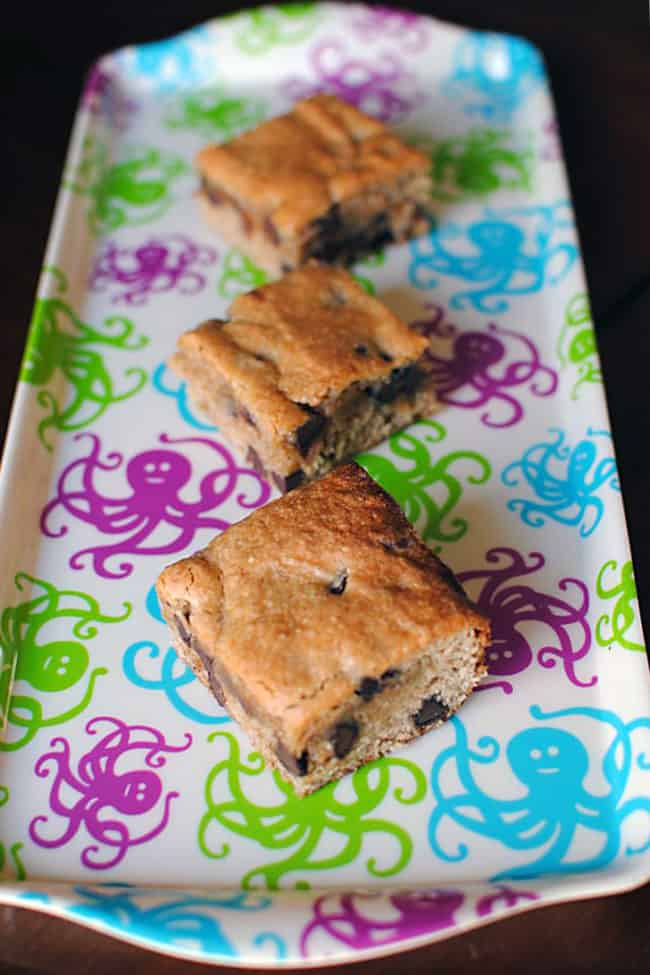 Peanut Butter Chocolate Chip Cookie Bars | Recipe from PassTheSushi.com