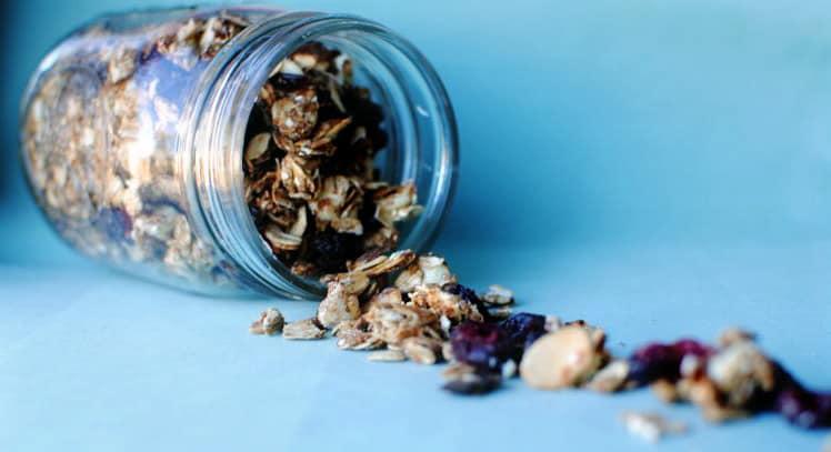 Cranberry Almond Homemade Granola \\ Get the recipe on PassTheSushi.com