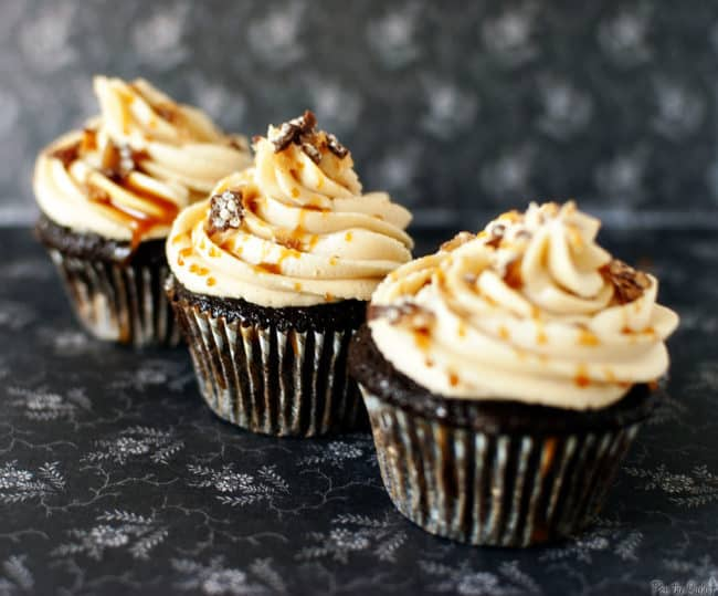 100 Grand cupcakes are dessert heaven. 100 Grand candy bars, stuffed inside and on top of moist chocolate cupcakes. With a caramel drizzle and fluffy buttercream frosting. \\ PassTheSushi.com