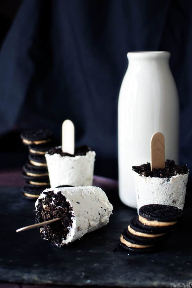 Peanut Butter Oreo Popsicles - Just 3 ingredients needed to make this sweet frozen treat! // PassTheSushi.com