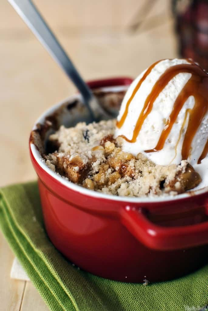Apple cinnamon crumble is the perfect fall dessert! Juicy apples, warm spices, and a crumble topping, with a scoop of vanilla ice cream and caramel to sweeten the pot. \\ PassTheSushi.com
