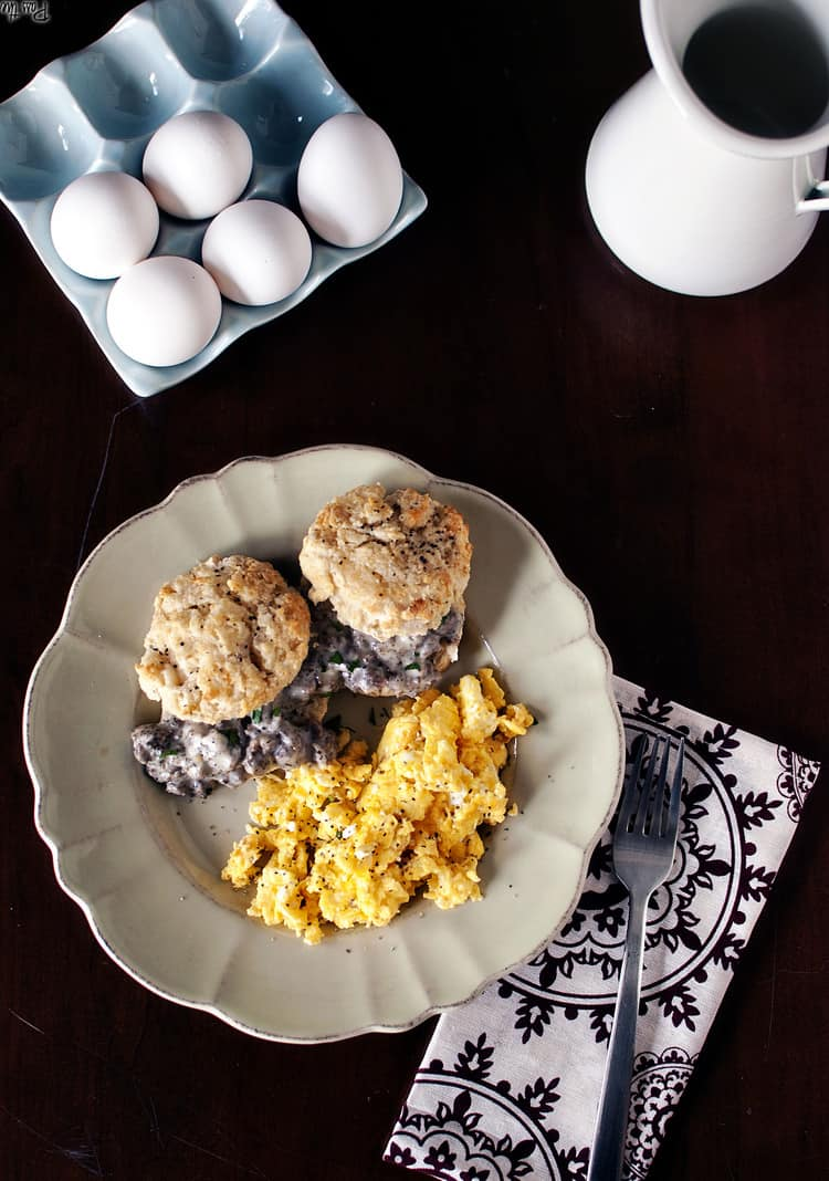 Biscuits with Creamy Gravy & Sausage