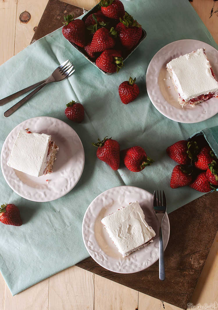 Strawberry Juice With Gelatin For Poke Cake