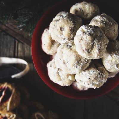 Russian Tea Cake Cookies {Pecan Snowballs}