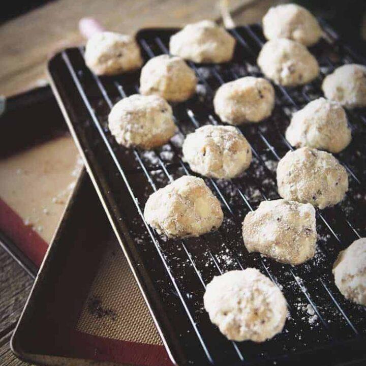 Russian Tea Cake Cookies {Pecan Snowballs} | Kita Roberts PassTheSushi.com