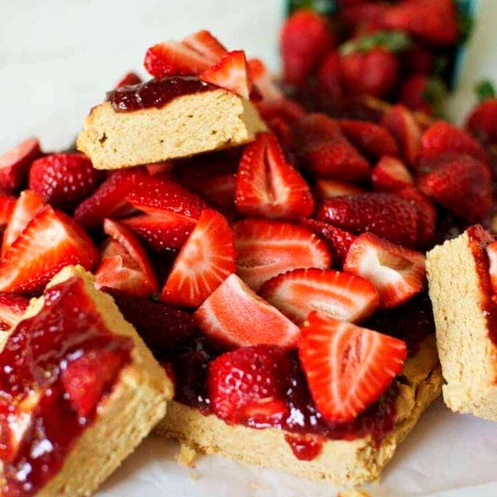 Strawberry Peanut Butter Bars | Kita Roberts PassTheSushi.com